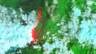 Jezioro lawy na zdjęciu z orbity