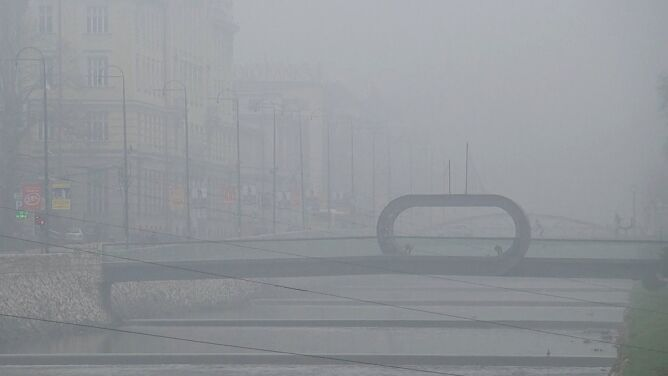 Miasto zduszone smogiem. <br />Ogromny problem w Sarajewie
