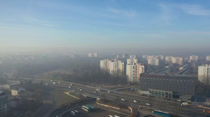 Niezdrowa jakość powietrza w Krakowie. <br />W wielu regionach również nie jest dobrze