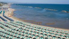 Słony koszt leżakowania na włoskiej plaży