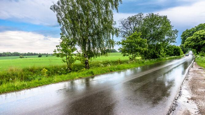 Większość kraju z opadami deszczu